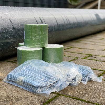 kunstrasen-zubehoer-befestigung-unterlage-haken-rasentape-klebeband-rasenteppich